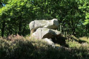 Pierres N°7 blocs et pierres à bassins sur la colline de Saulce d'Aigues B-1
